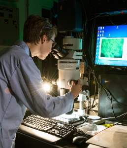 Emily Paine of the USGS uses NIST's precision hyperspectral imaging equipment.